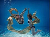 Models, photographers, mermaid costumes – underwater!